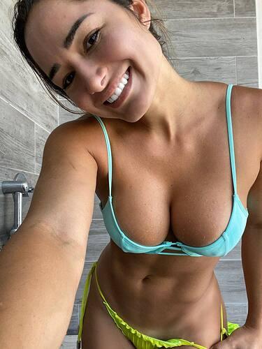 Bruna-Lucas-in-Tiny-Bikini-1