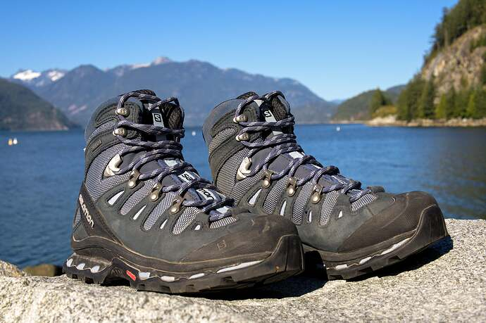 hiking-boots-2048px-2